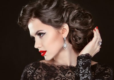 hari-style-elegant-darkbackground-brunette
